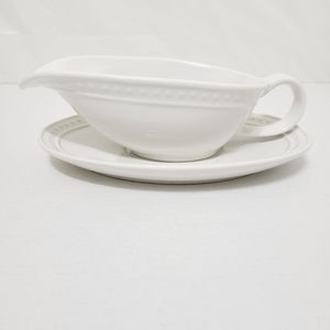 Gravy Boat with Saucer